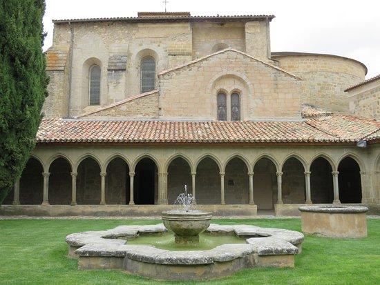 Saint-Hilaire, Prancis: Claustro de la Abadia