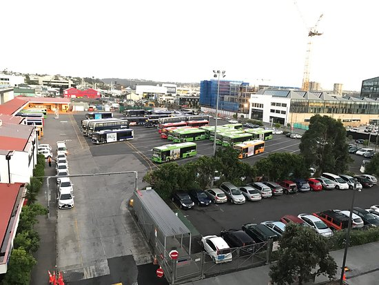 Sofitel Auckland Viaduct Harbour: Redback spider in room!! In a suite with a view of a bus depot.