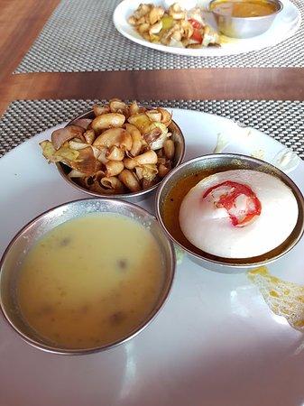โรงแรมเดอะ ซันคอร์ท ยาทรี: Breakfast