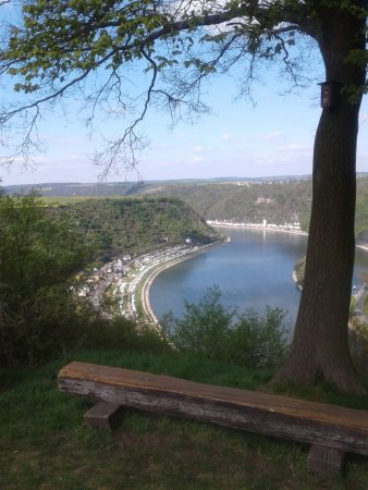 Urbar bei Koblenz am Rhein, Deutschland: Die Aussicht ins Rheintal