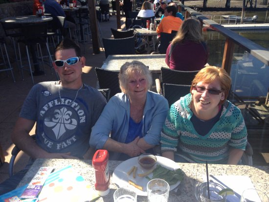 Lighthouse Pub : Lunch with my granddaughter and grandson.