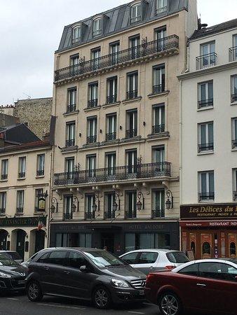 Hotel Waldorf Montparnasse : Façade de l'hôtel ma chambre était au milieu 5ème étages (52)