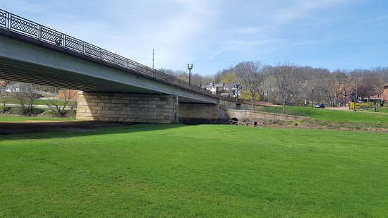 Galena, IL: Rt 20 over the park and the river