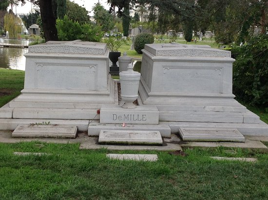 Hollywood Forever Cemetery: Cecil b de mille