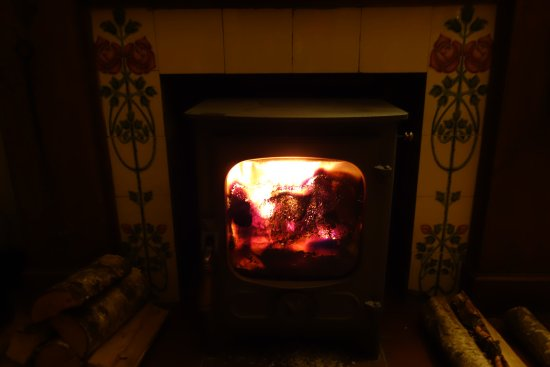 Boarhills, UK: this wonderful wood burning stove made everything so very cosy