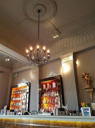 Grand Cafe: Decor