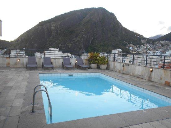 Premier Copacabana Hotel: La pileta en la terraza y la vista