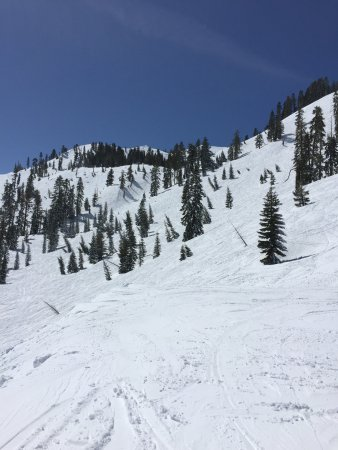 Olympic Valley, CA: Top of Kangaroo looking at the water fall & the face @ Alpine.