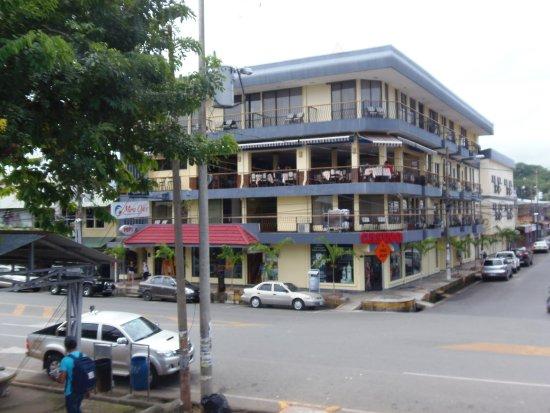 Best Western Hotel & Casino Kamuk: foto tomada desde el malecon
