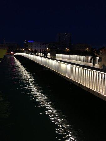 Paseo Maritimo: 橋でも内地と旧市街はつながります