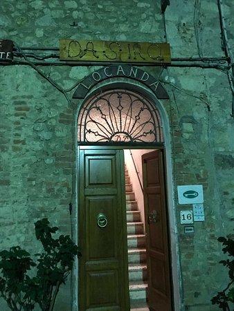 Pari, Włochy: Abbiamo cenato in questa locanda a conduzione familiare e che dire se non Eccezzionale...la Fior