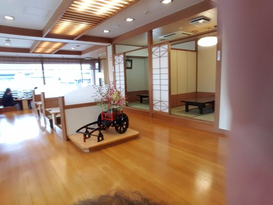 Shoei: Traditional separate rooms for dining