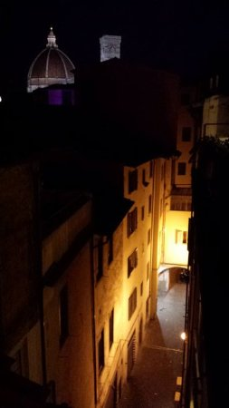 Hotel Delle Tele : The view from our room at night towards the Duomo