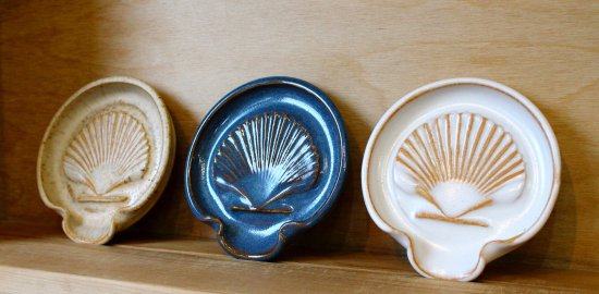 New Harbor, ME: Potter Robyn Langhorst sells these shell-inspired spoon rests, plus mugs, bowls and more.