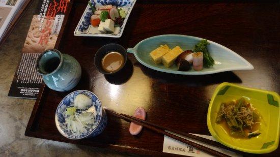 Chikuma, Japonia: しなの重、これにてんぷらとお蕎麦が付きます