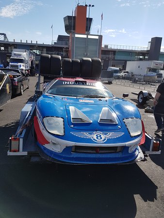 Iain Pretty's GT40. Top speed down the straight on Saturday 291kph ...