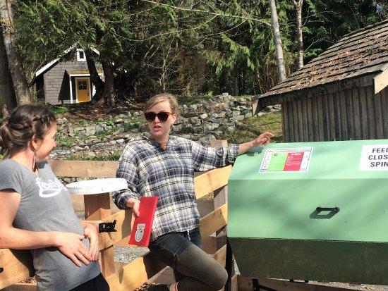 Brackendale, Canada: New Jora tumbling composter