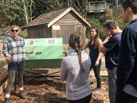 Brackendale, Канада: Staff training of Jora tumbling composter