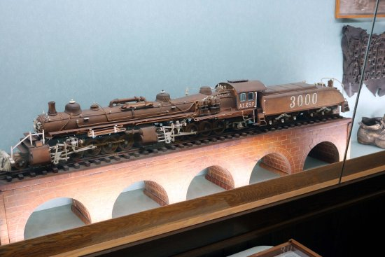 Dover, OH: Train Carving