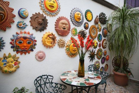 Casa de los Soles: Parte de la colección de 2040 SOLES, de todos tamaños, COLORES, texturas, países. Conozcala