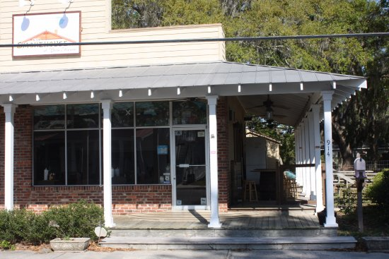 Located at 914 Paris Avenue, Port Royal, SC