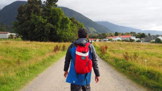 Fox Glacier, Nieuw-Zeeland: walking back home..
