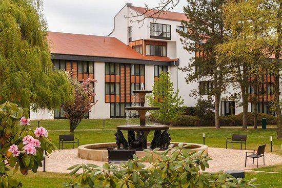 Hotel Foyer Frankfurt : Kempinski frankfurt gravenbruch april brunnen im