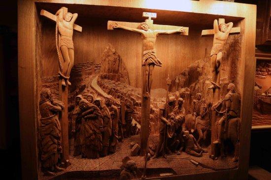 Dalton, OH : Carved Picture Art Exhibit