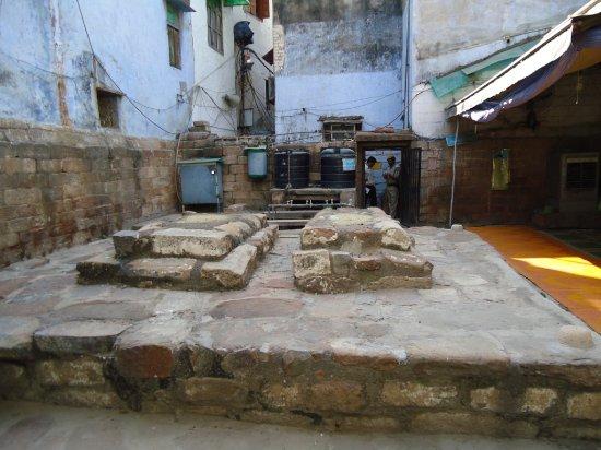 Tomb of Razia Sultan