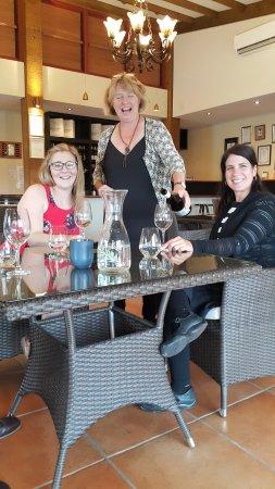 Martinborough, Νέα Ζηλανδία: Wine tasting at Murdoch James Estate