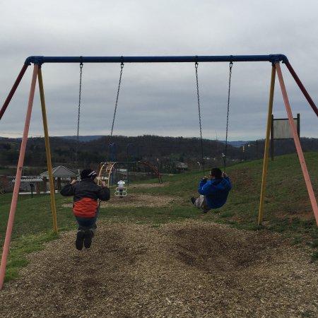 Abingdon, VA: Nice playground on top of the hill