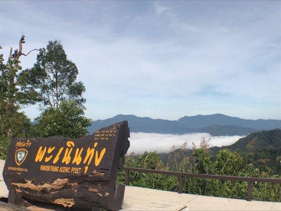 Phetchaburi, تايلاند: ทะเลหมอกหน้าร้อน บนจุดชมวิวเขาพะเนินทุ่ง อุทยานแห่งชาติแก่งกระจาน อากาศดีมาก