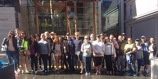 Auckland Free Walking Tours: Taken outside the Auckland Art Gallery by our guide Louse