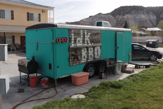 Cannonville, Utah: i.d.k. barbecue - Scenic Route 12