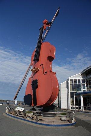 Sydney, Kanada: The Big Fiddle close up