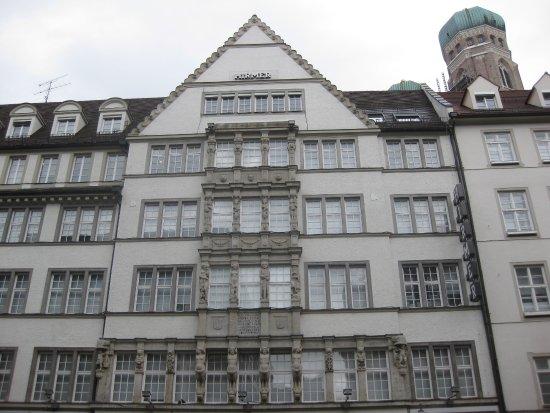 Fassade des Hirmer Stammhauses