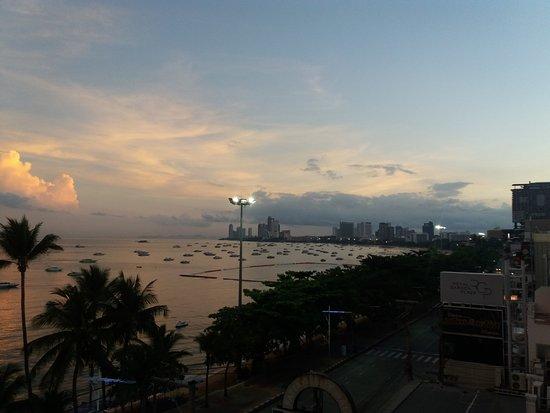 Baywalk Residence Pattaya: Dawn from restaurant