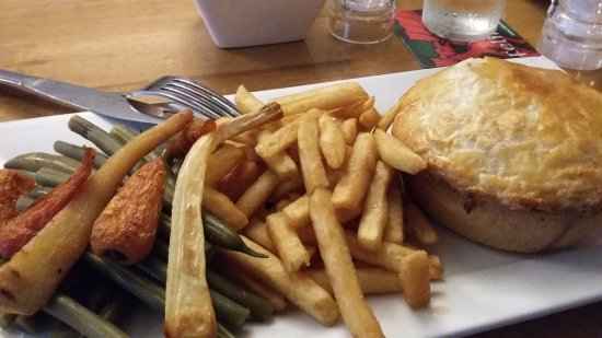Llangorse, UK: Chicken and chorizo pie
