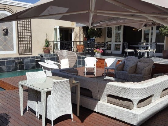 Lemoenkloof Guest House & Conference Centre: Relaxation Area at the Pool