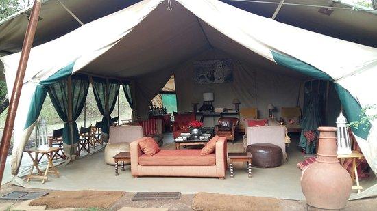 Nairobi Tented Camp: lounge and bar
