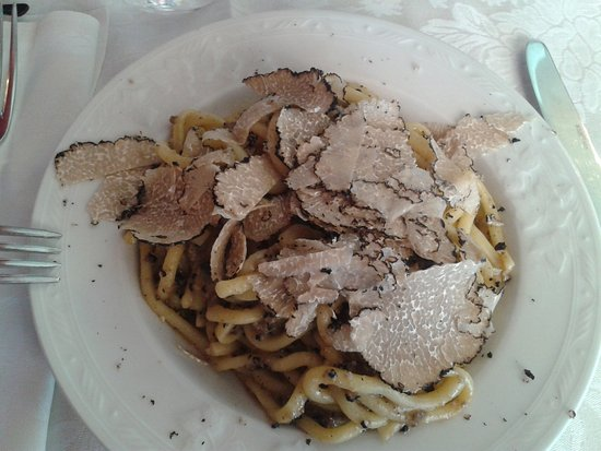 Fabro, Italy: umbrichelli al tartufo straordinari