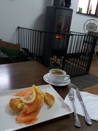 Monknash, UK: breakfast in the cafe, smoked salmon and scrambled egg on bagel