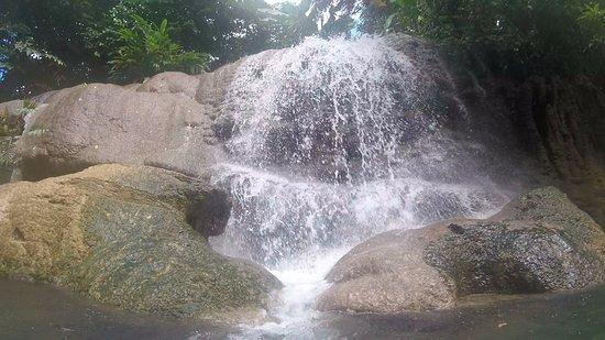 Espiritu Santo, Vanuatu: Tuffuntari waterfall