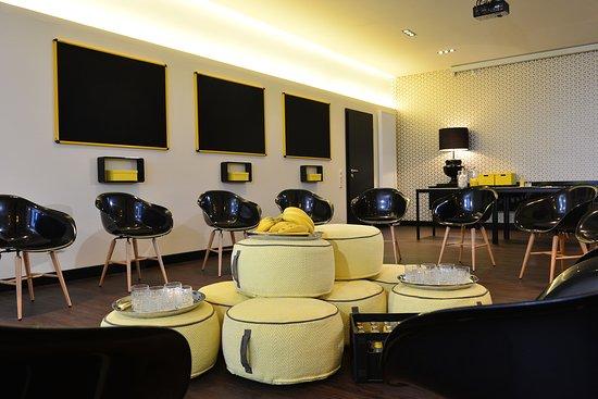 hotel friends koeln. Black Bedroom Furniture Sets. Home Design Ideas