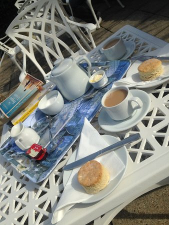 Eastmount Hall Hotel: Cream tea provided by Hotel on Arrival