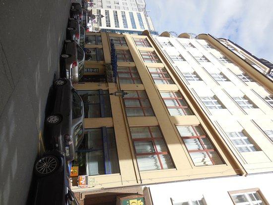 Astoria Hotel: главный вход с Рыбной улицы
