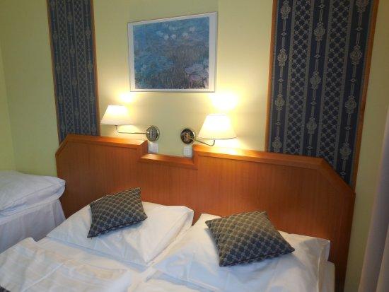Astoria Hotel: Кровати узкие но удобные