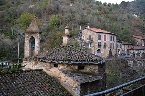 Apricale, Italy: cupola