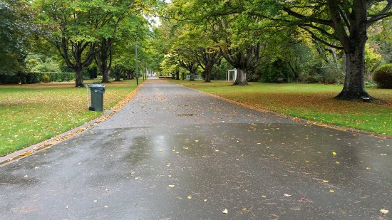 Invercargill, New Zealand: main path of Queens Park