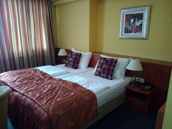 Hotel Charles - April